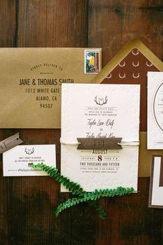 Hoi! Ik heb een geweldige listing op Etsy gevonden: https://www.etsy.com/nl/listing/231628973/rustic-antler-letterpress-wedding