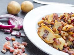 poivre, champignon de Paris, huile, pomme de terre, oignon, beurre, sel, lardons