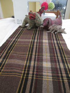 BN Huge Piece Of Very High Quality Toasty 100% Wool In Fab Brown & Fawn Tartan