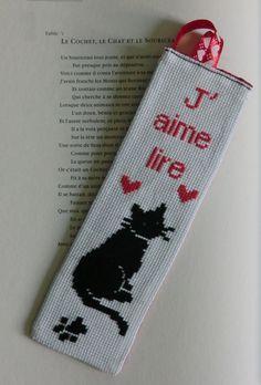 Marque-page brodé chat noir j'aime lire, brodé à la main : Marque-pages par l-atelier-du-chas