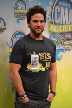 Did you get to meet David Nail at the #CMT booth during #CMAfest for his meet-and-greet?