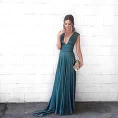 dress: @carolineseikaly jewels and clutch: @rapparound