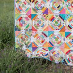 Bust through your scrappy strips and create a beautiful quilt with this easy to follow tutorial. Scrappy Quilt Patterns, Scrappy Quilts, Quilt Blocks, Pineapple Quilt Block, Homemade Quilts, Quilting Projects, Quilting Tools, Quilting Ideas, Sewing Projects