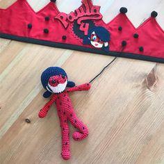 """28 Me gusta, 2 comentarios - Ruca's (@losproductosderucas) en Instagram: """"Para Paula que hoy cumple 4 años!!! Corona y muñeca amigurumi de Ladybug #amigurumi #amigurumidoll…"""""""
