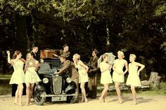 oh I love it! The hair, the dresses - 40s :D