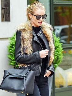 Need some winter date night outfit inspiration? Let Rosie Huntington-Whiteley, Olivia Palermo, and others show you how to do it. Winter Date Night Outfits, Fall Outfits, Date Outfit Casual, Casual Outfits, Plymouth, Burberry, Victoria's Secret, Rosie Huntington Whiteley, Who What Wear