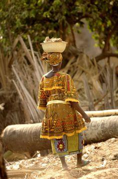 Kleurrijke kleding in Senegal - in de omgeving van Cap Skirring