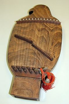 Tahachihokin  Tohichi Asano   Date: 19th century Geography: Kyoto, Japan Dimensions: H. 20 in.; W. 9-1/2 in.; Thickness 2 in. Classification: Chordophone-Zither