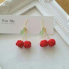 ハンドメイドマーケット+minne(ミンネ)|+さくらんぼちゃん② 水引ピアス イヤリング Macrame Earrings, Macrame Jewelry, Diy Earrings, Crochet Earrings, Rope Crafts, Diy And Crafts, Textiles, Jewelry Collection, Jewelry Design