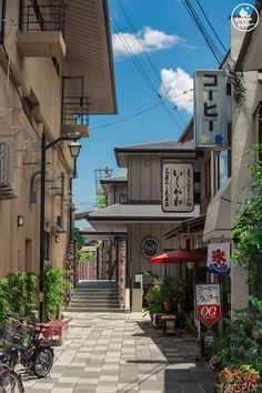 Nostalgic back alley in Japan Aesthetic Japan, City Aesthetic, Aesthetic Anime, Bg Design, Japon Illustration, Japan Street, Scenery Wallpaper, Japanese Streets, Japanese Street Food