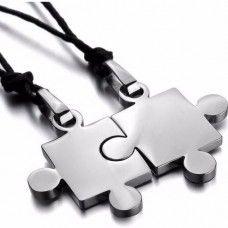 Puzzle acél medál pároknak - a két darab egymásba illik - ajándék lánccal - fekete vagy ezüst szín.
