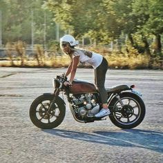 Freedom on Two Wheels #caferacergirl | caferacerpasion.com