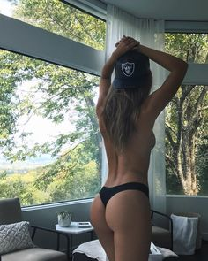 218.7 тыс. отметок «Нравится», 1,542 комментариев — Josephine Skriver (@josephineskriver) в Instagram: «rise and shine it's football sunday!! #commitmenttoexcellence @raiders»