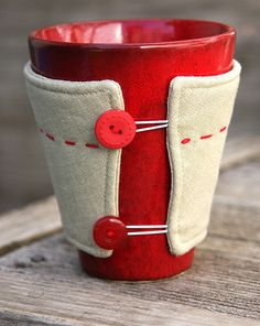 DIY: mug cosy...my mom needs this instead of wrapping napkins around her cold drinks!!