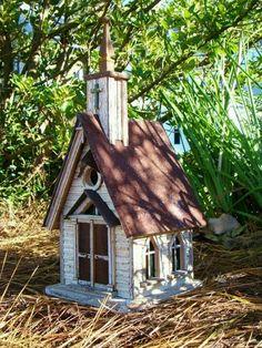 Little country church birdhouse - Modern Design Decorative Bird Houses, Bird Houses Painted, Bird Houses Diy, Fairy Houses, Don Chuy, Wood Bird Feeder, Bird Feeders, Birdhouse Designs, Birdhouse Ideas