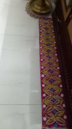 Border rangoli designs are usually made at the entrance of pooja room or the house. People also make border rangoli along the exterior wall of the house. Rangoli Designs Photos, Beautiful Rangoli Designs, Diwali Diya, Pooja Rooms, Indian Festivals, Photo Galleries, Gallery, Home Decor, Roof Rack