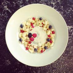 Chia Porridge, Vanilla & Fruits #organic #glutenfree #lactofree #plantfoodbased Vanilla Fruit, Vegan Sweets, Raw Vegan, Glutenfree, Oatmeal, Bakery, Organic, Breakfast, Food