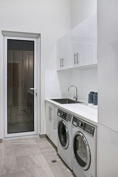 A laundry just needs to be functional. Here are some incredible small laundry room ideas and designs. room ideas modern Gorgeous Laundry Room Ideas for Small Space - TELLADESIGN Laundry Room Wall Decor, Laundry Room Layouts, Laundry Room Cabinets, Laundry Room Signs, Laundry Room Organization, Laundry In Bathroom, Laundry Closet, Garage Laundry, Laundry Storage