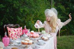 Outdoor Alice in Wonderland Party !