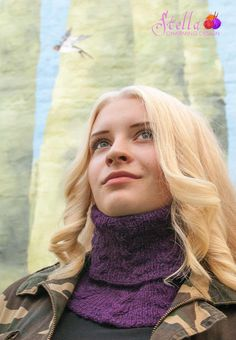 Kotlik: comfortable cowl in reversable cable knit.