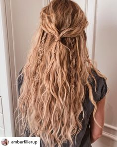 15 Ridiculously Cute Summer Hairstyles (Step-By-Step Tutorials Included) Timeless beach waves are the perfect summer hairstyle! Rock your summer with 15 incredibly cute and super easy summer hairstyles! Whether you're into messy buns, braided updos, or ev Box Braids Hairstyles, Short Bob Hairstyles, Wedding Hairstyles, Indian Hairstyles, Boho Hairstyles For Long Hair, Messy Braided Hairstyles, Grunge Hairstyles, Messy Braids, Hairstyles Pictures