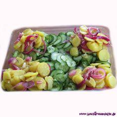 Kartoffelsalat mit Gurke, viel Dill und roten Zwiebeln  unser Kartoffelsalat mit Gurke und roten Zwiebeln ist ein fett- und cholesterinarmer, leckerer Kartoffelsalat vegetarisch vegan laktosefrei glutenfrei ohne Mayo!