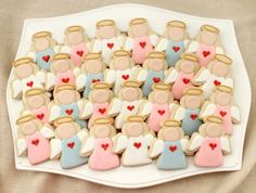 Great decorated sugar cookies begin with with a great cookie base. My go-to recipe is quick, tasty, and easy. I have made thousands of cookies using this recipe with great results every time. Fancy Cookies, Iced Cookies, Cute Cookies, Royal Icing Cookies, Sugar Cookies Recipe, Cupcake Cookies, Cookie Recipes, Summer Cookies, Cookie Favors