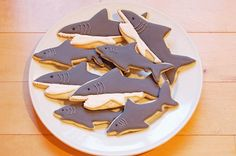 The perfect cookies for Shark Week! Shark fin sugar cookies with blackberry coconut whipped cream! Shark Cupcakes, Shark Cookies, Shark Cake, Baby Cookies, Shark Snacks, Beach Dessert, Easy Drinks To Make, Happy Shark, Summer Cookies