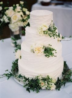 17 Wedding Cake Decorating Ideas Perfect for Rustic Weddings Rustic Spring Wedding Cake - wedd Wedding Cake Rustic, Cool Wedding Cakes, Wedding Cake Designs, Rustic Weddings, Nature Wedding Cakes, Romantic Weddings, Green Wedding Cakes, Spring Wedding Cakes, Moss Green Wedding