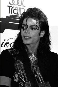 MICHAEL Invincible Michael Jackson, Photos Of Michael Jackson, Michael Jackson Bad Era, Jackson Life, Jackson Family, Mike Jackson, Hee Man, Soul Train Awards, Mj Bad