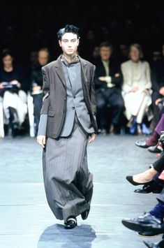 Comme des Garçons Fall 2000 Ready-to-Wear Fashion Show Collection