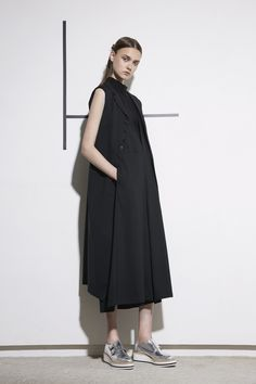 Y's Yohji Yamamoto Resort 2017 Fashion Show Japan Fashion, Fashion 2017, Runway Fashion, Fashion News, Fashion Show, Fashion Outfits, Womens Fashion, Fashion Design, Fashion Trends