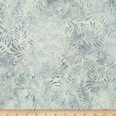 Wilmington Batiks Feathers Light Gray from @fabricdotcom  Designed for South Sea Imports, this Indonesian batik fabric is perfect for quilting, apparel and home decor accents. Colors include shades of grey.