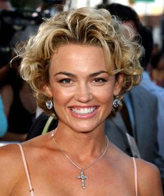 Kelly Carlson on Nip Tuck Short Permed Hair, Short Curly Hairstyles For Women, Grey Curly Hair, Haircuts For Wavy Hair, Blonde Wavy Hair, Permed Hairstyles, Big Hair, Short Hair Cuts, Curly Hair Styles