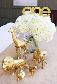 Love the gold animals for a baby shower Stylish Golden Birthday Party Safari Theme Party, Safari Birthday Party, Jungle Party, Baby Party, Baby Birthday, First Birthday Parties, First Birthdays, Party Themes, Party Ideas
