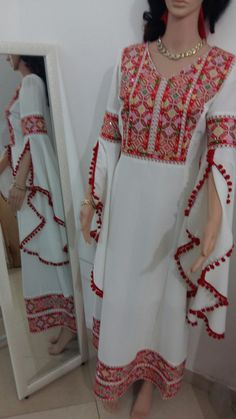 Velvet Dress Designs, Afghani Clothes, Boho Outfits, Fashion Outfits, Balochi Dress, Eastern Dresses, Sleeves Designs For Dresses, Modele Hijab, Hijab Trends