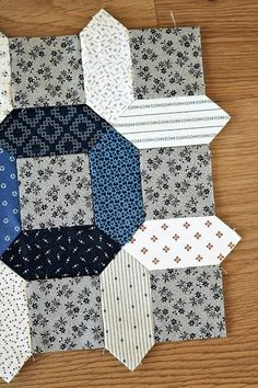 """Temecula Quilt Company: Summer Circles - Use the """"English Paper Piecing"""" technique to make stunning geometric patterns for quilts and other fabric sewing projects. Hexagon Pattern, Hexagon Quilt, Quilt Block Patterns, Quilt Blocks, Quilting Projects, Quilting Designs, Quilting Ideas, Sewing Projects, Paper Peicing Patterns"""