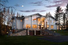 Dream home with American appeal. Honka log homes.