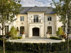 French chateau house plans french chateau home plans architecture french country house plans one story french French Chateau Homes, French Style Homes, French Mansion, French Country Exterior, French Country House Plans, Country French, Country Style, Architecture Design Concept, Architecture Life