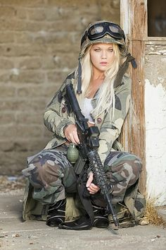 -)~❤️~::: sexy girls hot babes with guns beautiful women weapons Airsoft Girls, Warrior Girl, Military Women, Military Army, Female Soldier, Army Soldier, Big Guns, Girls Uniforms, N Girls