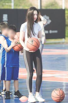 #Apink #Naeun 180425 adidas×Seoul Sport Needs Space Project #에이핑크 #나은