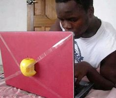 Women's and Men's Humor: I got me an Apple computer Mun. Funny Images, Funny Photos, Stupid Funny, Funny Jokes, Fun Funny, Humor Grafico, Really Funny, Laugh Out Loud, Solution
