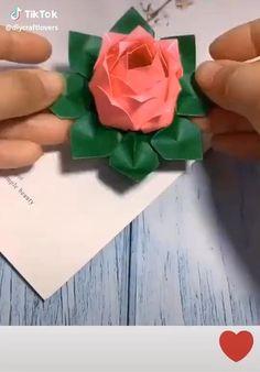 Paper Origami Flowers, Instruções Origami, Paper Flowers Craft, Paper Crafts Origami, Flower Crafts, Simple Origami Flower, Simple Origami For Kids, Origami Toys, Origami Leaves