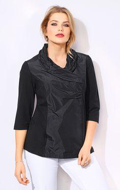 Taft-Shirt. Edler Patchlook in Trendfarbe: Jersey mit farblich passendem Taft-Einsatz aus 100% Polyester vorne. Feminine Optik mit Schalkragen in Wickeloptik und seitlicher Drapierung. Seitenschlitze, 3/4-Ärmel #ullapopken #plussize