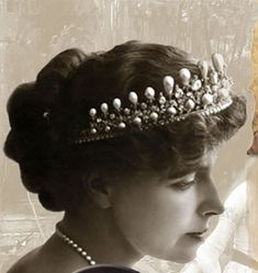 Queen Marie of Romania – the former Princess Marie of Edinburgh, a grand-daughter of Queen Victoria, was the first crowned head to become a Bahá'í. Royal Tiaras, Royal Jewels, Crown Jewels, Romanian Royal Family, Peles Castle, Diamond Tiara, Queen Victoria, Edinburgh, Amazing Women
