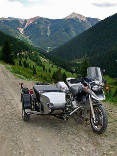 Now thats a cool sidecar! Bmw Motorbikes, Bmw Motorcycles, Three Wheel Bicycle, Moto Car, Bmw Concept, Bmw Boxer, Enduro, Motorcycle Garage, Cool Bikes