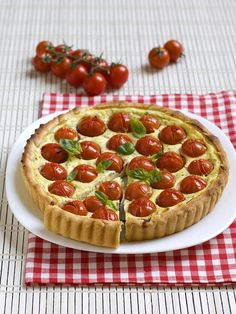 Crostata di ricotta e pomodorini Pachino: Scopri come preparare questa deliziosa ricetta. Facile, gustosa e adatta ad ogni occasione. Questo torte salate e souffle' ha un tempo di preparazione di 1 ora 15 minuti.