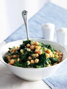 Chick peas and spinach salad Chickpea Salad Recipes, Spinach Salad Recipes, Vegetarian Recipes, Cooking Recipes, Healthy Recipes, Greek Recipes, Light Recipes, Greek Dishes, Salad Bar