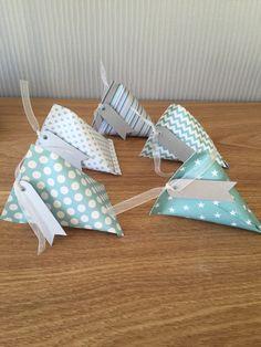 Pochons, contenants berlingots bleus pour dragées en papier cartonné (prix dégressifs) : Autres pièces pour créations par l-atelierdescopines