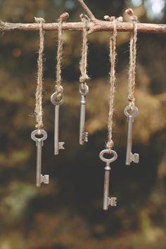 Key Crafts, Metal Crafts, Sun Catchers, Key Diy, Mobiles, Diy Wind Chimes, Old Keys, Keys Art, Antique Keys